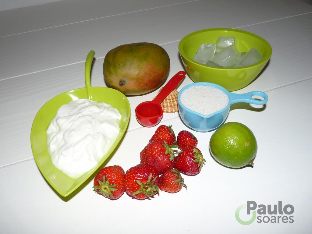 Gezonde mango shake met magere kwark